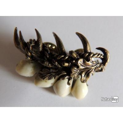 BIJOUX !!!! 4 Crocs de cerfs avec motif bois de cerf , PIN\u0027S