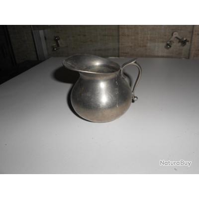 Pot a lait en étain du manoir, belle qualité, h 8 cm