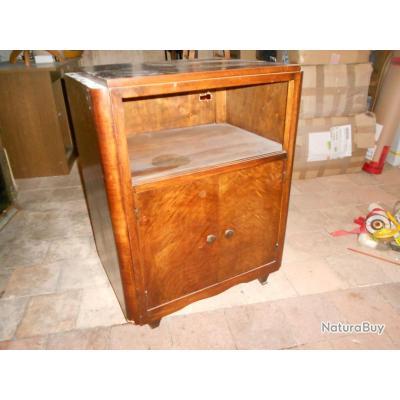 meuble radio des ann es 50 60 sur roulettes luminaires et mobilier 1920385. Black Bedroom Furniture Sets. Home Design Ideas