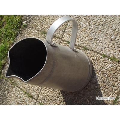 Broc allemand a eau ou lait ww2 landser accessoires de cuisine 2615352 - Un broc d eau ...