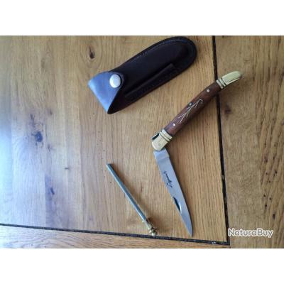 couteau laguiole avec son tui en cuir marron et son fusil affuter couteaux laguiole 2642855. Black Bedroom Furniture Sets. Home Design Ideas