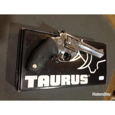 revolver Taurus 22 LR