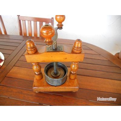 pressoir ancien presse fruits fromage etc n 1878 objets divers 2794977. Black Bedroom Furniture Sets. Home Design Ideas