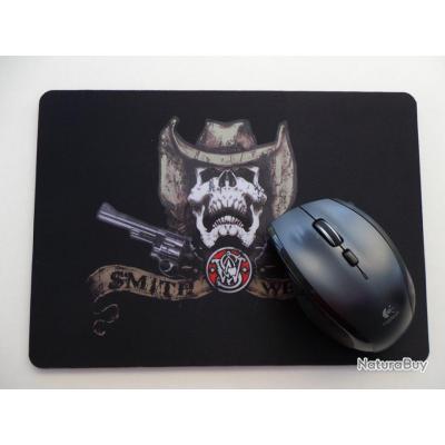 grand tapis de souris pour ordinateur mod le skull smith wesson id es cadeaux 2819216. Black Bedroom Furniture Sets. Home Design Ideas