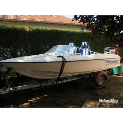 bateau hors bord avec moteur 50cv et remorque rotomoul s. Black Bedroom Furniture Sets. Home Design Ideas