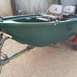 vend barque tabur yak 3 barque id al pour le p che en eau douce ou en eau sal rotomoul s. Black Bedroom Furniture Sets. Home Design Ideas