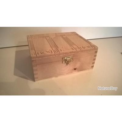 boite en bois pour le rangement de vis douilles. Black Bedroom Furniture Sets. Home Design Ideas