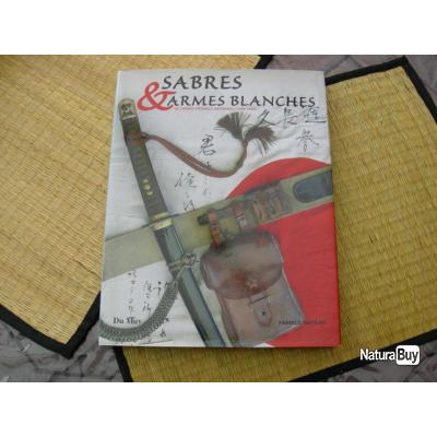 Sabres et armes blanches . Livre neuf .