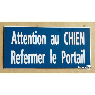 plaque adh sive attention au chien refermer le portail format 48 x 100 mm fond bleu chenils. Black Bedroom Furniture Sets. Home Design Ideas