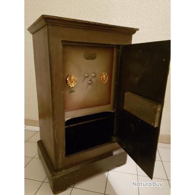 ancien coffre fort coffres forts et armoires fusil. Black Bedroom Furniture Sets. Home Design Ideas