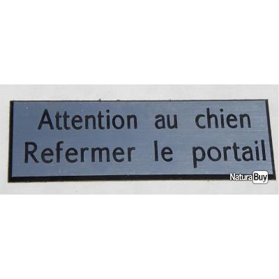 """PANNEAU """"Attention au chien Refermer le portail """" dimensions 60 x 200 mm fond argent"""