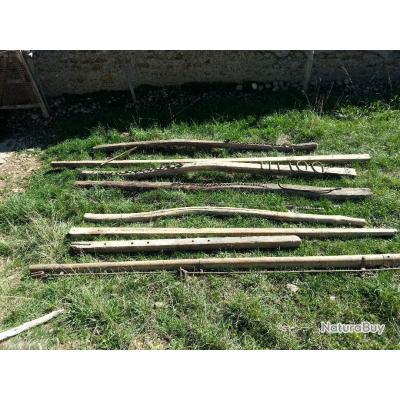 8 timons agricoles très anciens et accessoires attelage d'époque