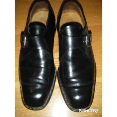 PAIRE DE RICHELIEU NOIRE TAILLE 40 et demi harrington shoes