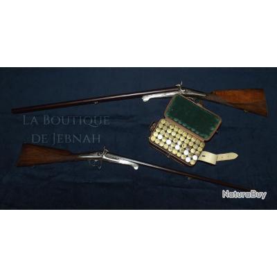 Ensemble de chasse comprenant deux fusil a broche gravés canon bernard et rare cartouchière double