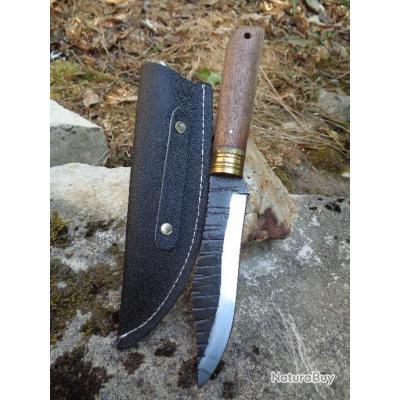 Puukko Couteau de Chasse Norvégian Style Lame Carbone 1075 Manche Bois Etui Cuir Fabricat Artisan