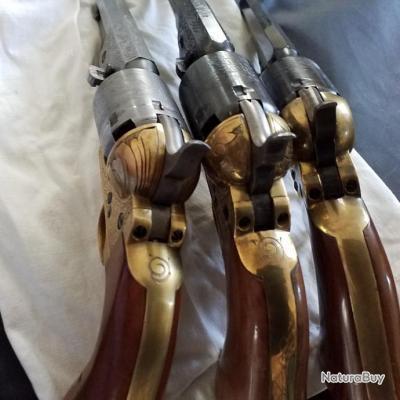 Lot de 2 revolvers colt 1851 Pietta poudre noire cal 36