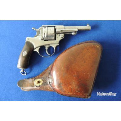 """Revolver modèle 1873, fabriqué par la """"Manufacture de St ETIENNE"""" avec son étui cuir"""