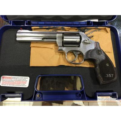 "Revolver Smith et Wesson 686 3.5.7 5"""