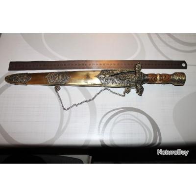 beau couteau poignard avec motif sur lame, étui et manche de 50cm de long