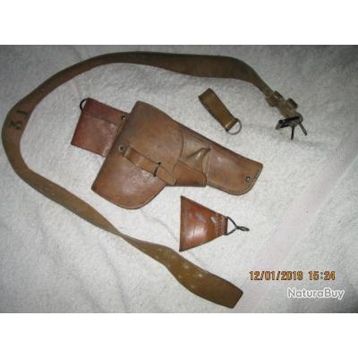 equipement  cuir des années 60