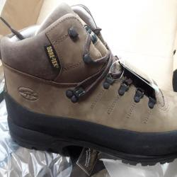 c54b7a68ea Chaussures de randonnée hautes hiver de la marque