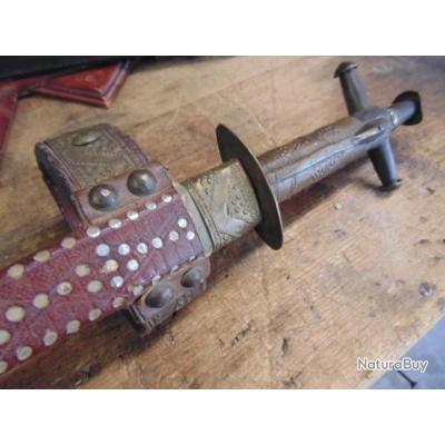 ancien couteau  Touareg Telek croix d'Agades  ethnique méhariste Afrique du nord désert Berbère