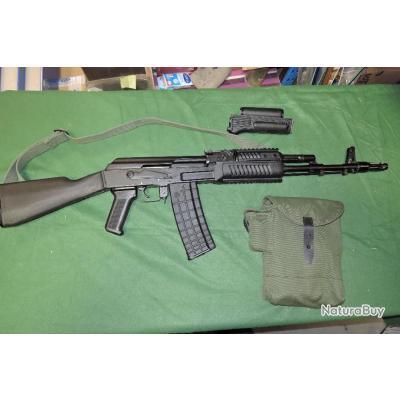 Carabine ARSENAL AR-M1 en 223 rem avec son UC d'origine et un garde main Fab Defense