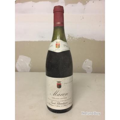 Une bouteille de vin de Bourgogne année 1987