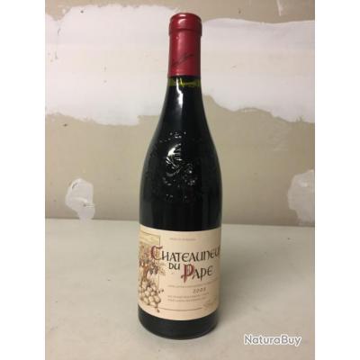 Une bouteille de vin Chateauneuf du Pape année 2008
