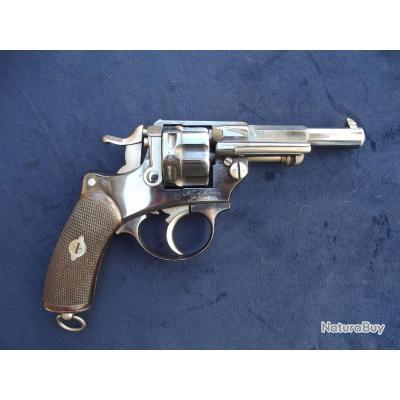 Trés beau Revolver réglementaire 1874 pour officier (prix de tir)
