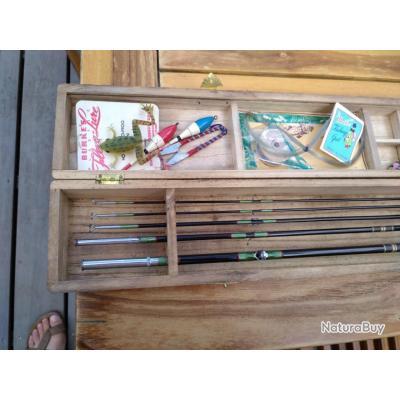 Canne a pêche en bambou E BISU          Saotsune Tokyo. Dans sa boîte en bois avec ses accessoires.