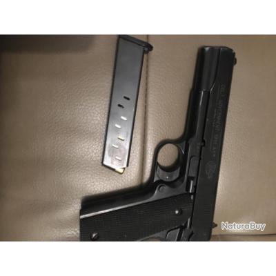 À vendre P.A. Colt 1911 .  9mm PAK - bon état. Avec 1 chargeur .  Coffret . Écouvillon.