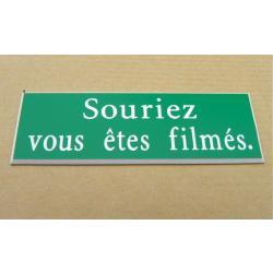 """plaque gravée /""""souriez vous etes filmés/""""  format 25 x 75 mm"""