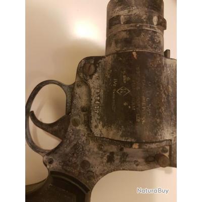 Pistolet  lance fusée mark 4 anglais. Dans son jus patine authentique authentique.