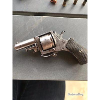 Revolver 7 coups finement ciselé calibre 22