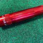 Lampe torche MagLite LED XL100 Rouge - Portée 134 mètres