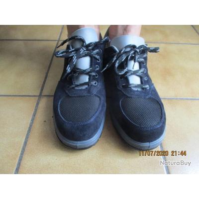 paire baskets de sécurité noire et grises taille 44 NEUVES