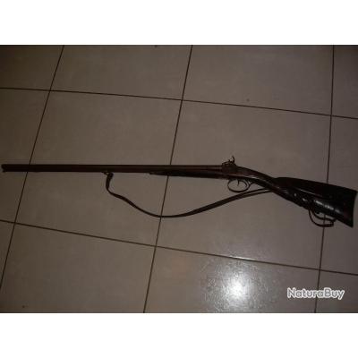 Fusil de chasse à percussion poudre noire crosse sculpté