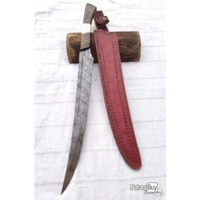 Beau couteau type khyber lame damas 256 Couches manche Bois noyer et os fab. artisanale étui cuir 56