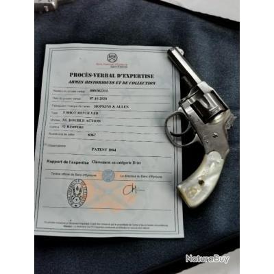 Revolver Hopkins & Allen en cal 32 sw shortPlaquettes nacre.