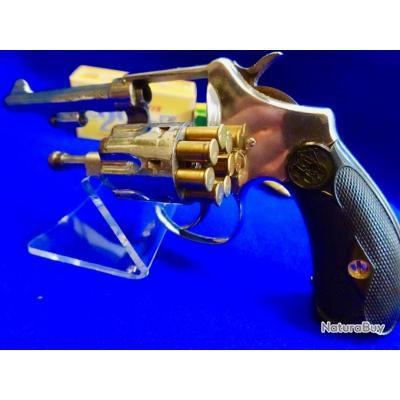 Revolver SW (Catégorie D2) en Cal 22 Z ou 22 short en état Collector -mécanique Horloge peu servie .