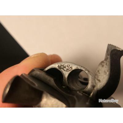 Petit revolver. Calibre 8 millimètres. catégorie D2.