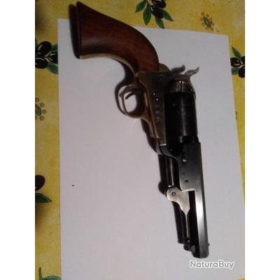 Très beau revolver Uberti 1851 avec son holster et sa boîte d'origine.