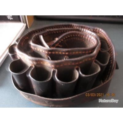 une cartouchiere en cuir vide legerement usée