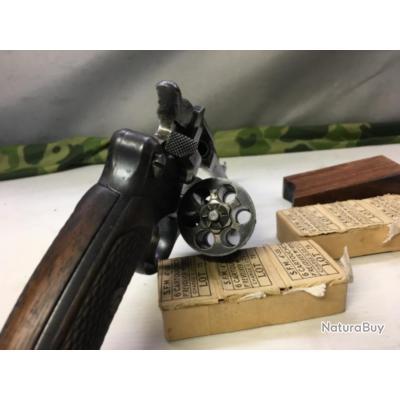 Revolver 1892 ordonnance,+munitions 8mm, enchères à 1euro sans prix de réserve