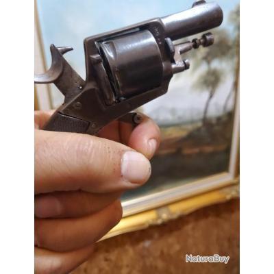 Parfait état mécanique pour ce revolver en calibre 320 , fonctionne en SA et DA, capacité de tir 6