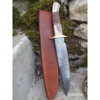 Couteau de Chasse Damas Plainsman Lame Acier 256 Couches Manche bois de Cerf Etui Cuir