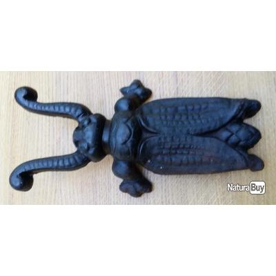 tire - botte en fonte en forme d'insecte