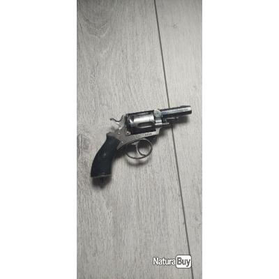Revolver calibre 320 bulldog avec pontet et cran de sûreté.
